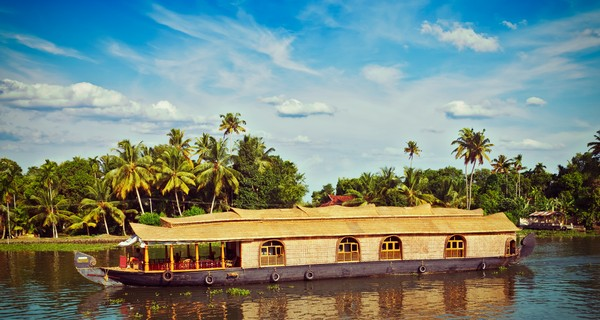 our-guide-to-luxury-houseboats-in-kerala